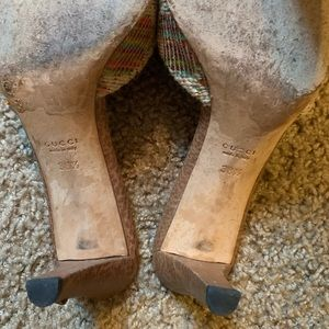 Gucci Shoes - Gucci leather straw horseshoe buckle kitten heels